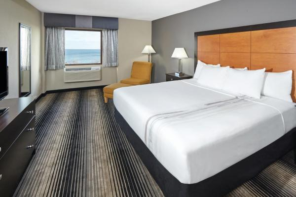 Deluxe King Room - Lake View