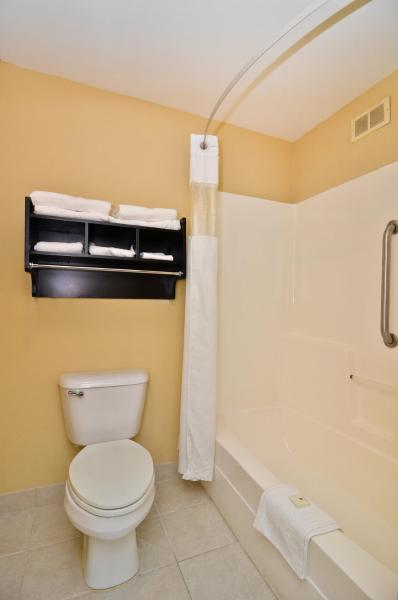 Double Room with Roll-in Shower - Disability Access - Non smoking