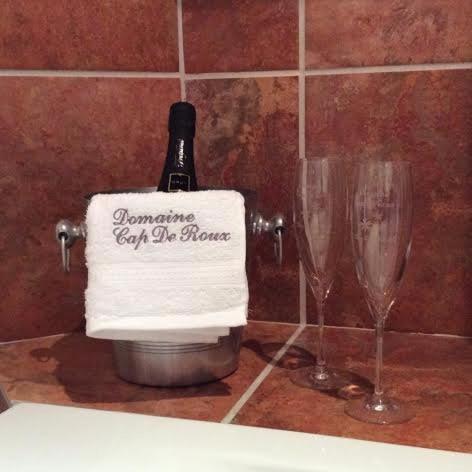 Hotel Pictures: B&B Domaine Cap De Roux, Penne-d'Agenais