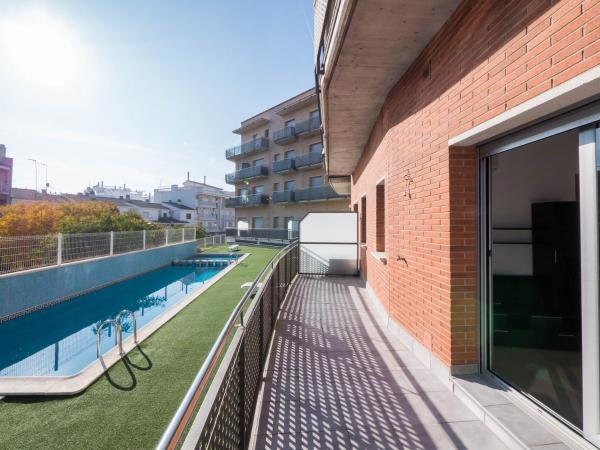 One-Bedroom Apartment with Pool View