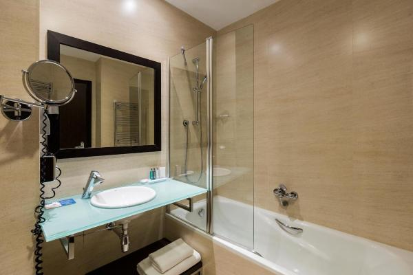 Triple Room 3 Adult  (Twin + Extra Bed)