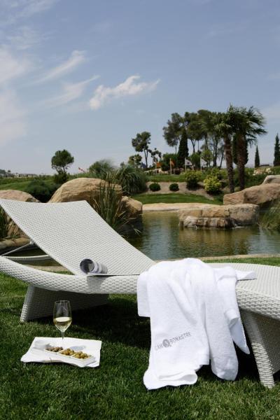 Hotel Pictures: Can Bonastre Wine Resort, Masquefa