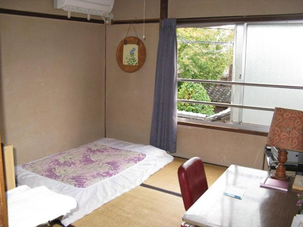 Japanese-Style Single Room with Shared Bathroom