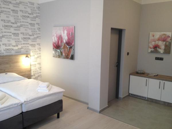 Hotel Pictures: Pension Phoenix, Znojmo