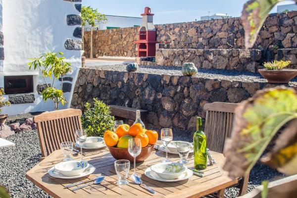 Hotel Pictures: Apartamento Los 4 Nobles, Tinajo