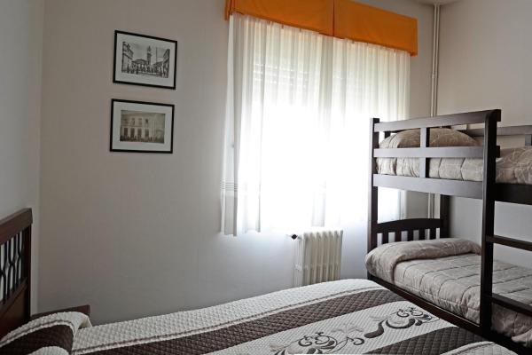 Hotel Pictures: Hostal La Viuda, Puebla de Trives