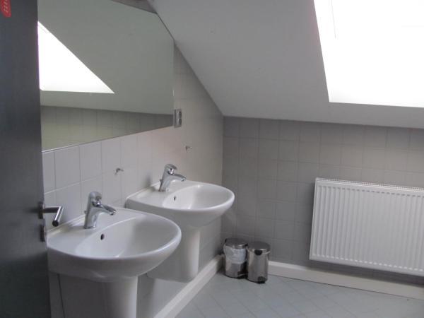 Sextuple Room with Shared Bathroom