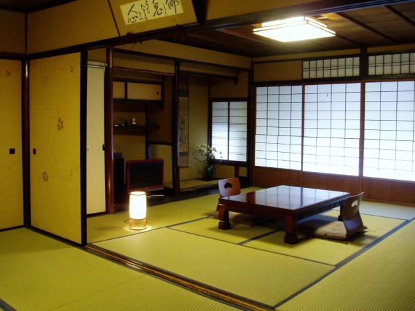 Japanese-Style Quadruple Room with Shared Bathroom
