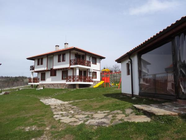 Hotel Pictures: Guest House Ivanini Houses, Tryavna
