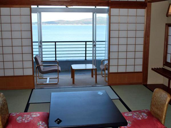 Japanese-Style Room with Sea View and Private Bathroom