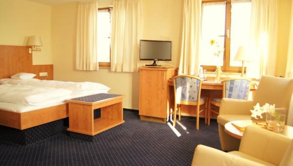 Hotel Pictures: Hotel Gasthof Kreuz, Bad Buchau