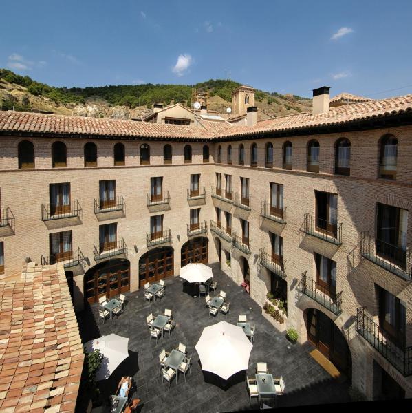 Hotel Pictures: Hotel Cienbalcones, Daroca