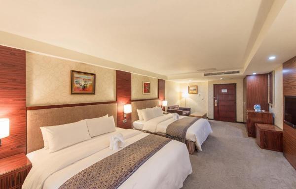Elegant Quadruple Room