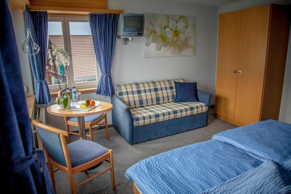Hotel Pictures: Tea Room Restaurant Hotel Walz, Brienz