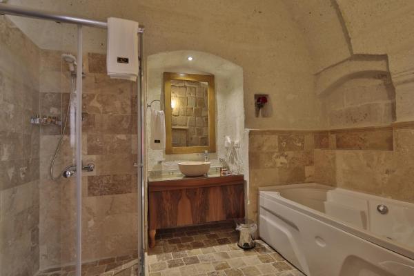 Junior Arched Stone Suite