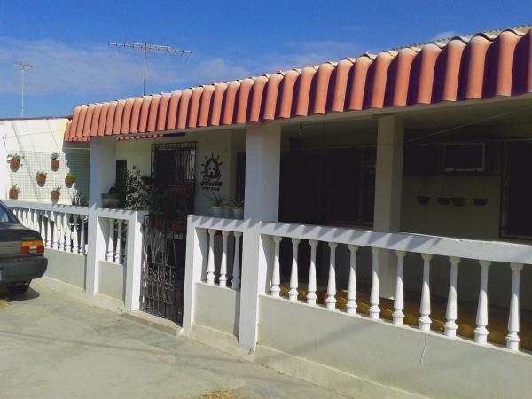 Hotel Pictures: La Ideota Guest House, Salinas