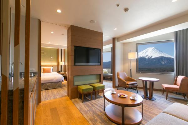 Renovated Family Suite on Higher Floor - Non-Smoking