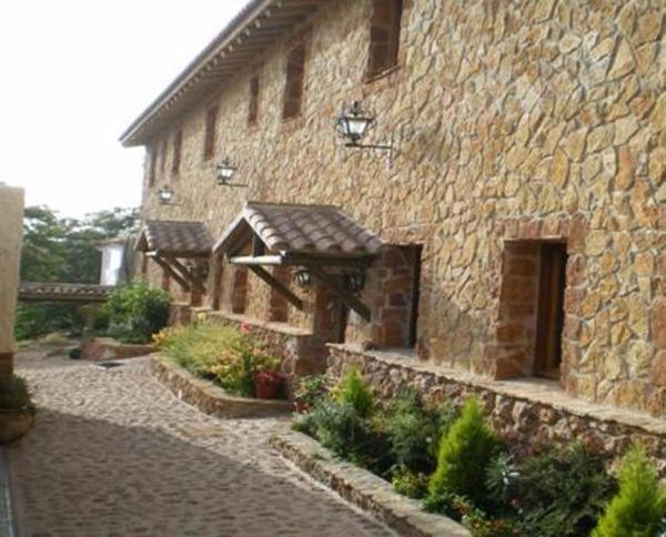 Hotel Pictures: Hostal Restaurante Sierra De La Martina, Charilla
