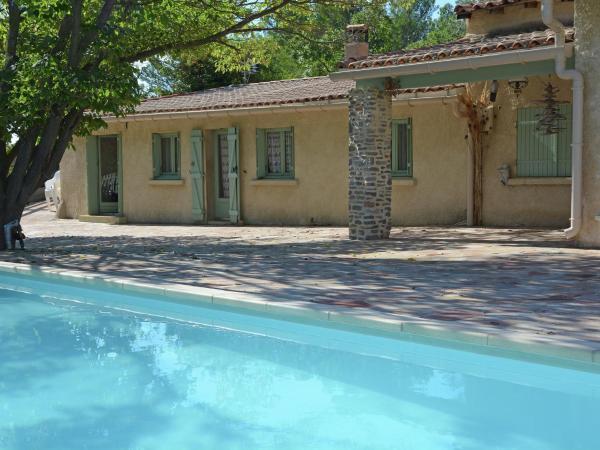 Hotel Pictures: Holiday home Belle Maison Piscine Et Lac, Clermont-l'Hérault