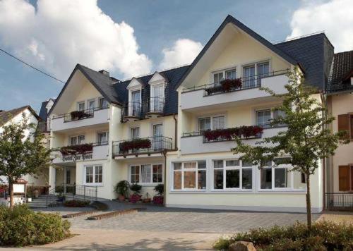 Hotel Pictures: Hotel Zur Post Meerfeld, Meerfeld