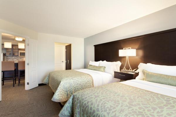 Queen Suite with Two Queen Beds - Disability Access Roll in Shower/Non-Smoking
