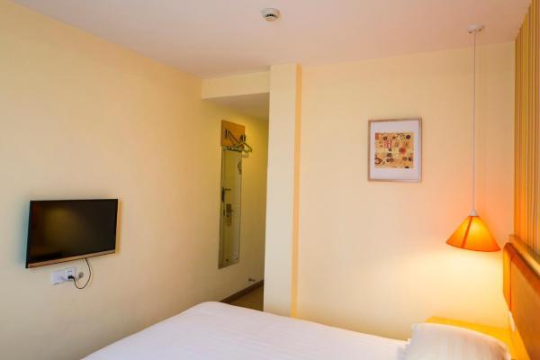 Hotel Pictures: Home Inn Urumuqi Railway Administration East Henan Road, Ürümqi