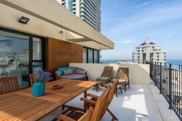 Three-Bedroom Penthouse with Terrace and Sea View