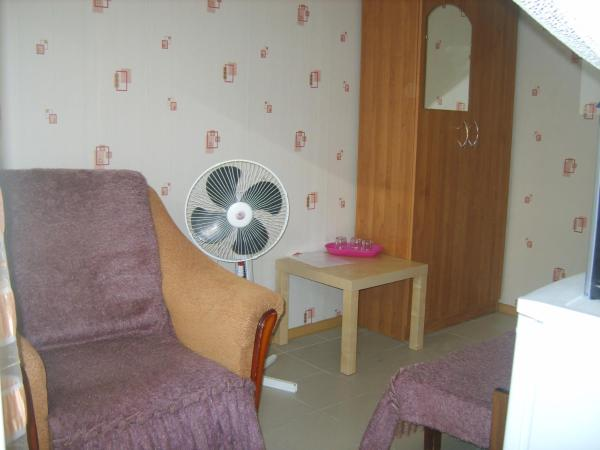 Economy Double Room with Shared Bathroom and Extra Bed