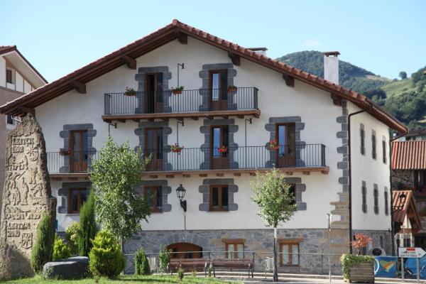 Hotel Pictures: Hostal Lopenea, Leitza