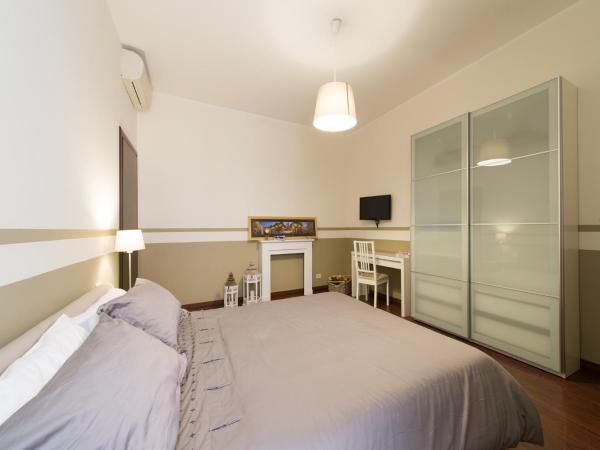 Two-Bedroom Apartment with Terrace - 24 Via dell' Argilla