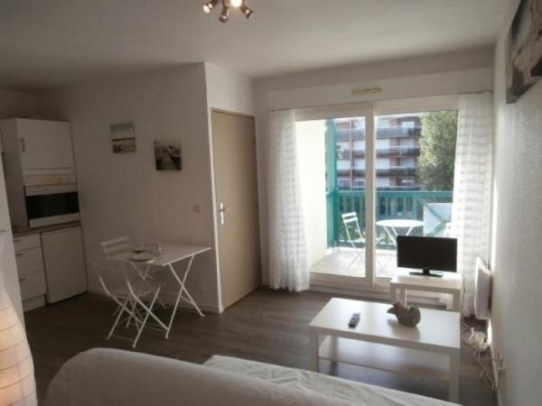 Hotel Pictures: Rental Apartment Le club - Anglet, Anglet