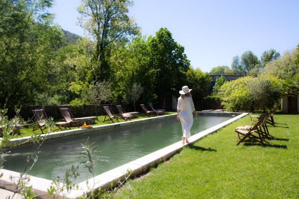 Hotel Pictures: Bed and breakfast Le Château d'Uzer, Uzer