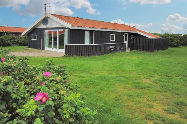 Hotel Pictures: Harboøre Holiday Home 359, Vejlby