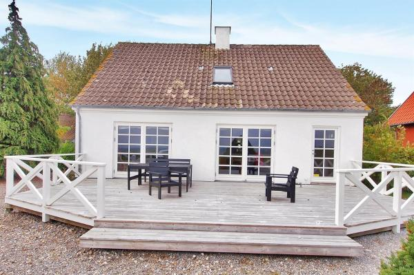 Hotel Pictures: Ebberup Holiday Home 637, Helnæs By