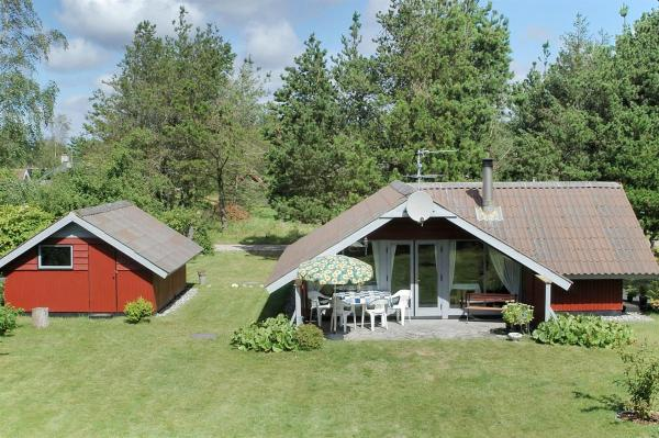 Hotel Pictures: Ulfborg Holiday Home 365, Vang