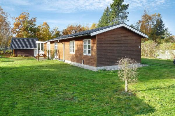 Hotel Pictures: Glesborg Holiday Home 586, Fjellerup Strand