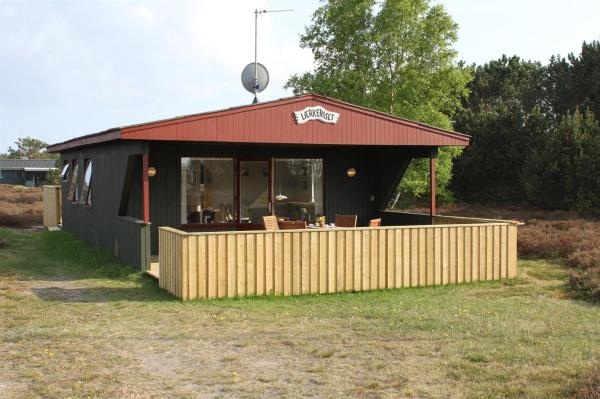 Hotel Pictures: Læsø Holiday Home 572, Østerby