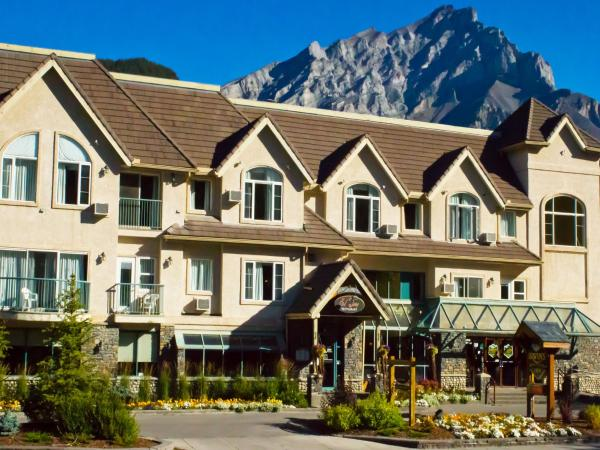 Hotel Pictures: Irwin's Mountain Inn, Banff