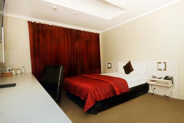 Isa Deluxe Room (No Window)