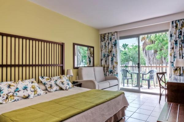 Triple Room with Access to Amusement Park (2 Adults + 1 Child)