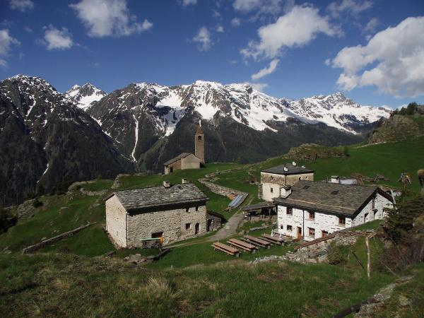 Hotel Pictures: Rifugio Alpe San Romerio, Brusio