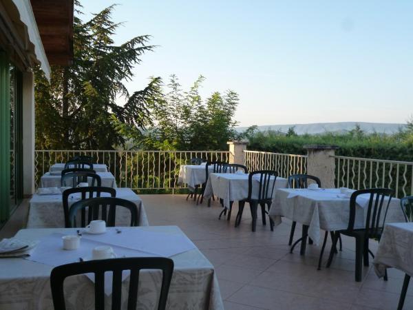Hotel Pictures: La Bergerie, Joucas
