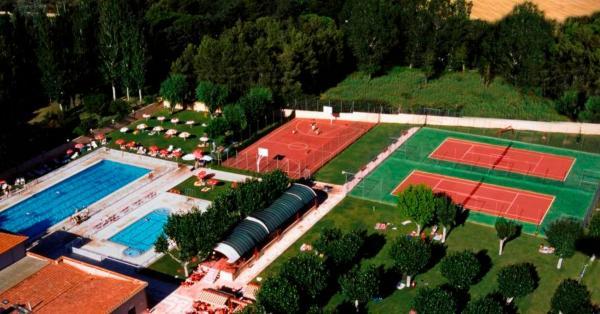 Hotel Pictures: Bungalows Camping Regio, Santa Marta de Tormes
