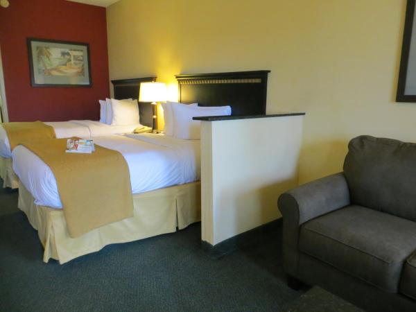 Two Double Bed Suite with Sofa Bed - Pool Side