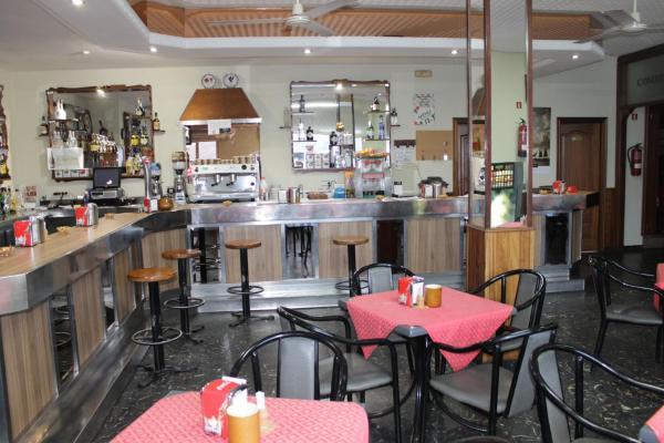 Hotel Pictures: Hotel Restaurante Marinovo, Urdilde