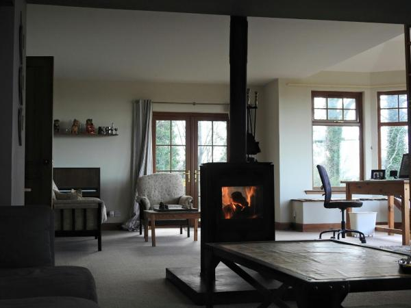 Hotel Pictures: Sourbank Farmhouse, Forres