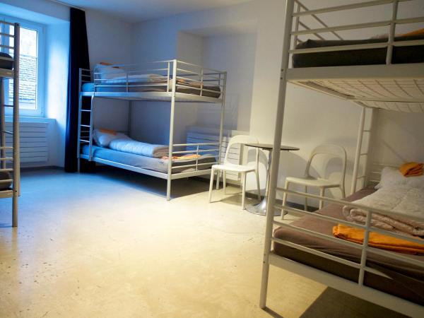 Single Bed in Deluxe Mixed Dormitory Room (6-Beds)