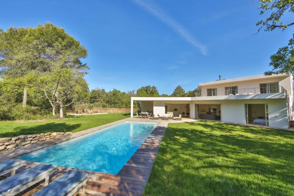 Hotel Pictures: Beautiful Modern Villa Just Outside Aix, Dioulouffet
