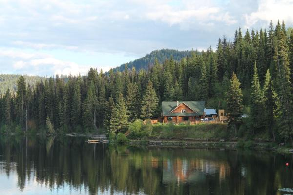 Hotel Pictures: Lac Des Roches Resort, Bridge Lake