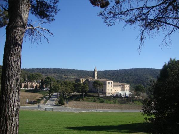 Hotel Pictures: Monestir de Les Avellanes, Os de Balaguer